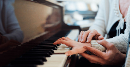 The 5 First & Easiest Songs You Should Learn on Piano