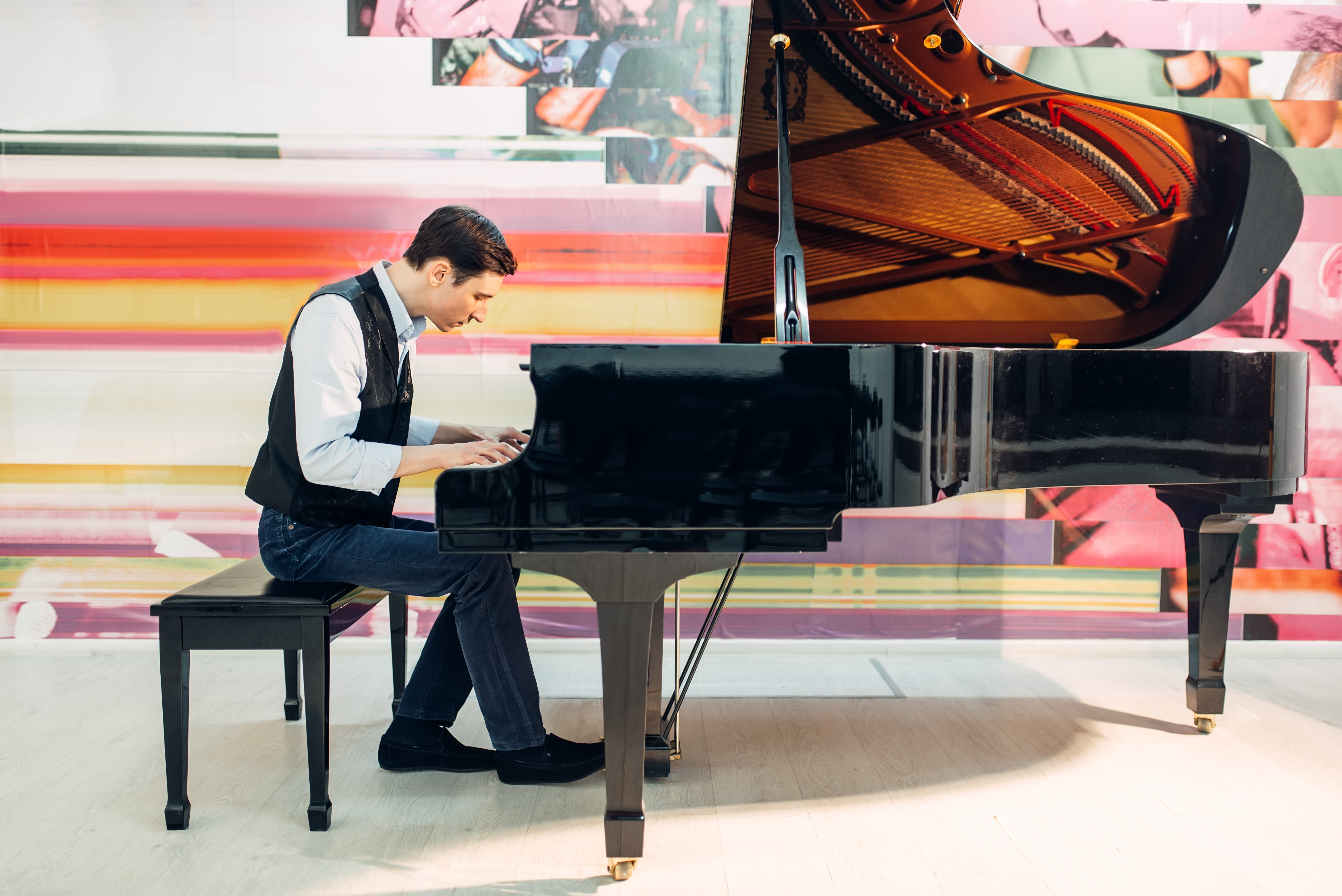 HORIZONTAL PIANO