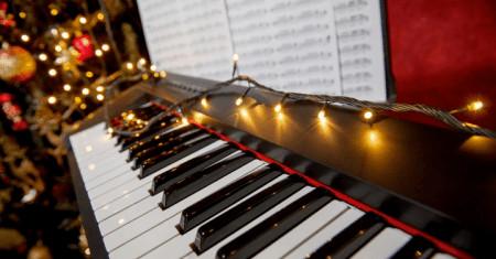 Easy Christmas Songs on Piano