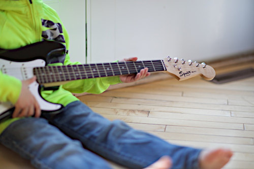 Guitar Lessons NYC - Boy playing guitar