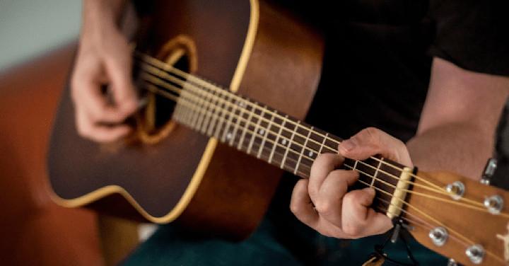 8 Easy Guitar Songs For Every Beginner