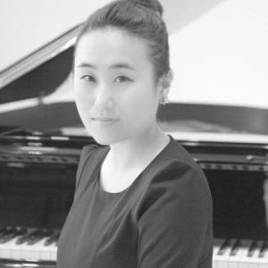 yoonah o piano